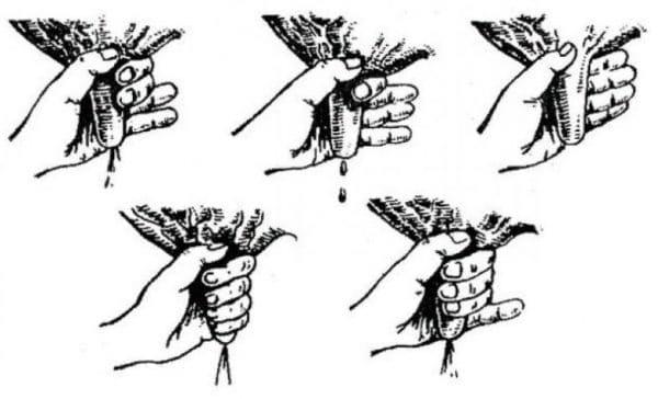 соски сжимаются кулаком либо пальцами поочередно сверху вниз