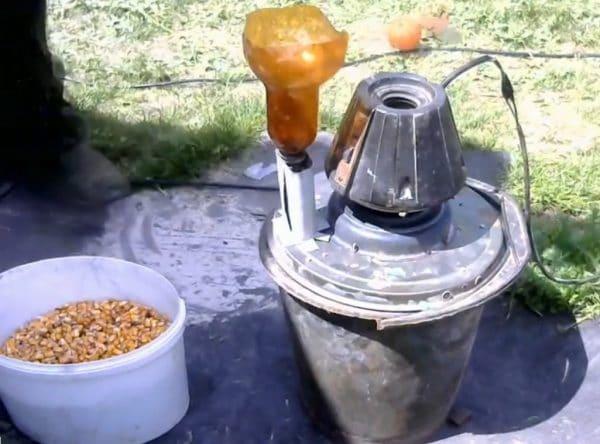 Дробилка для зерна с двигателем от пылесоса «Ракета»