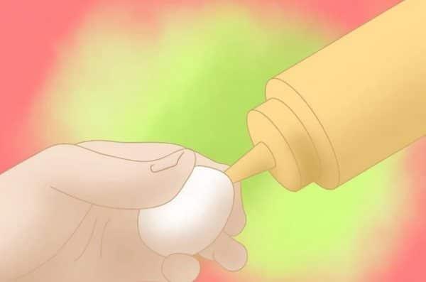 Закачайте внутрь яйца при помощи шприца небольшое количество горчицы или красного острого перца