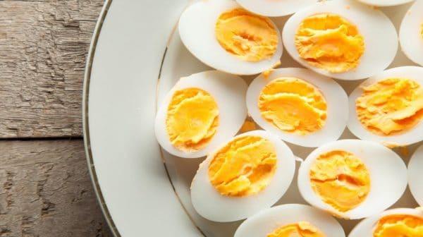 В яйце содержатся витамины, микроэлементы, аминокислоты, другие полезные вещества